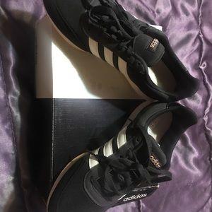 BNIB Adidas Qt Flex W 81/2 black w/white 3 stripe NWT